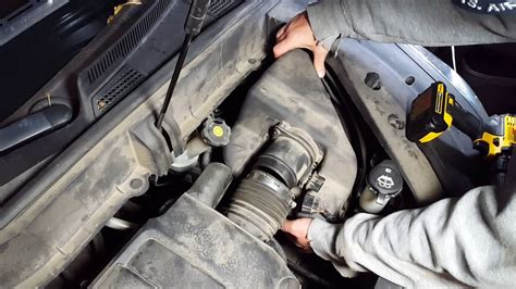 How to Change the Air Filter on a 2009,2010,2011,2012