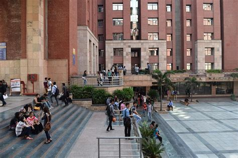 Amity University Fees, Placements, Courses, Cut-Off and